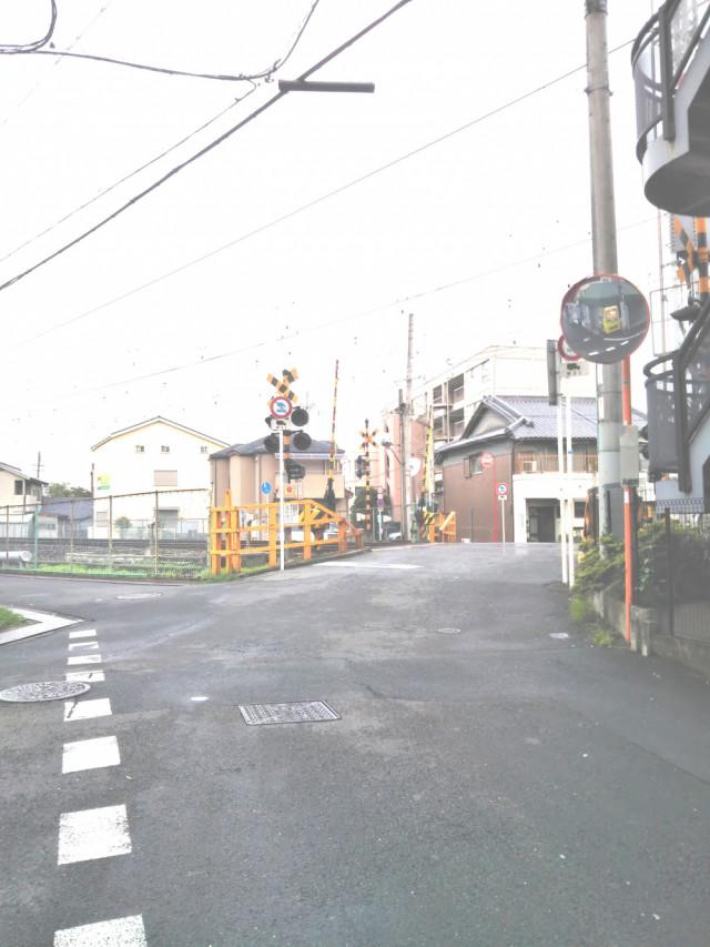 2. 通りを直進すると