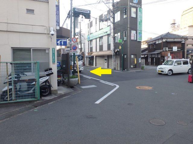 1. JR摂津富田駅南口を出て