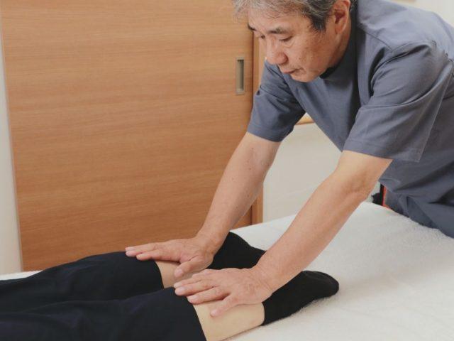 体の歪みや捻れ、圧痛の確認